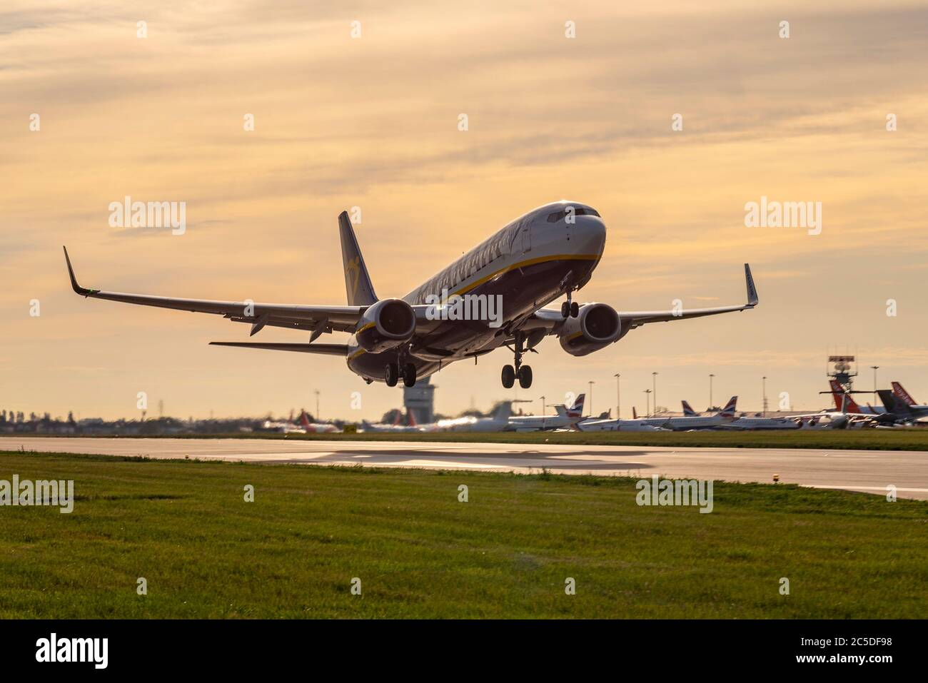 ryanair-airline-have-resumed-routes-to-spain-following-the-covid-19-coronavirus-lockdown-boeing-737-taking-off-from-southend-airport-to-2C5DF98.jpg