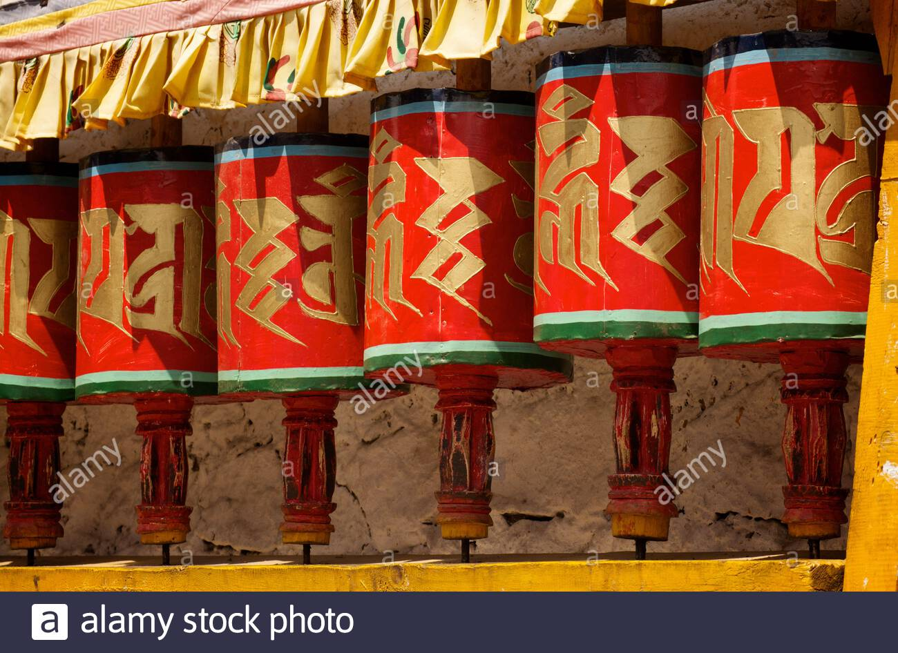 prayer-wheels-at-kyichu-lhakhang-an-important-buddhist-temple-built-in-the-7th-century-by-tibetan-emporer-songtsen-gampo-in-paro-bhutan-2C66J18.jpg
