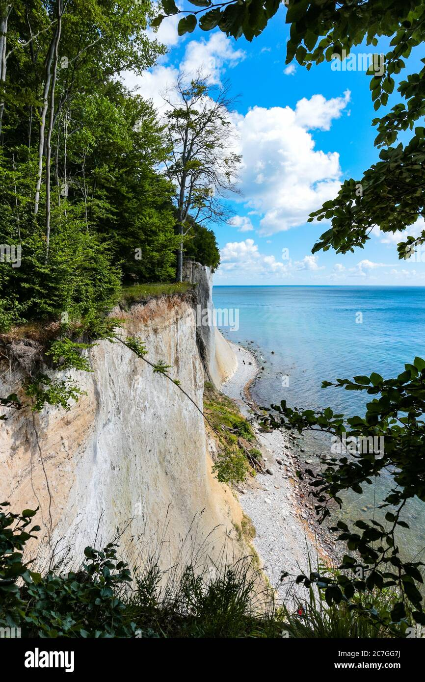 scenic-view-of-the-chalk-cliffs-of-rgen-