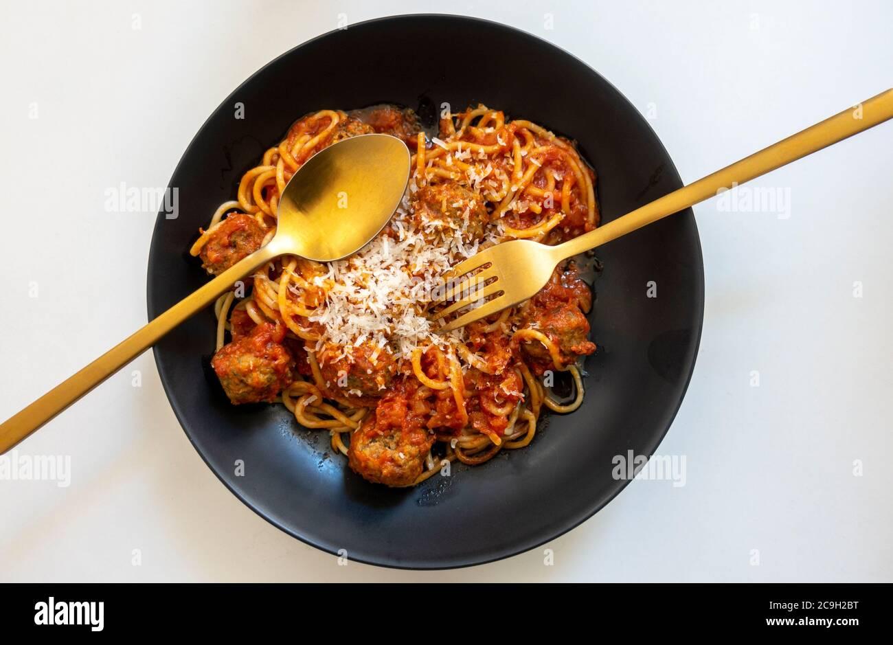 spaghetti-and-meatballs-2C9H2BT.jpg