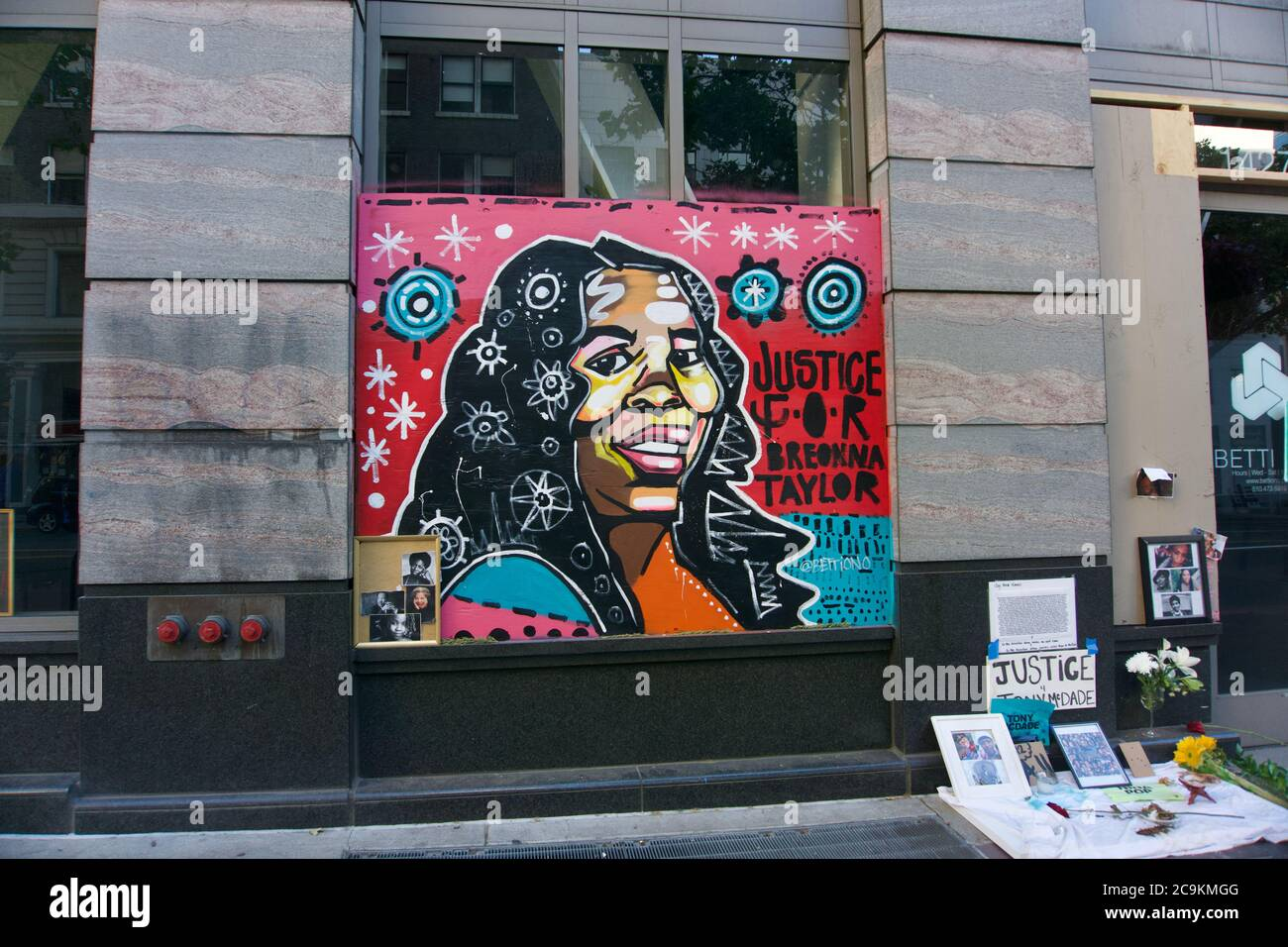 Black Lives Matter mural and memorial shrine to Breonna Taylor who was  killed from police brutality. Oakland, CA, USA Stock Photo