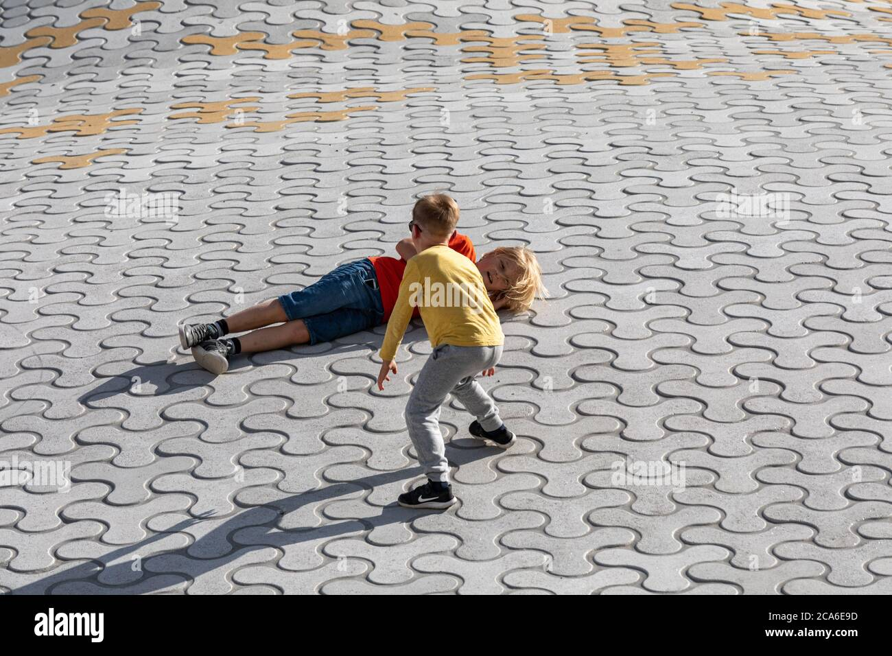 kids-fooling-around-on-amos-rex-skylight