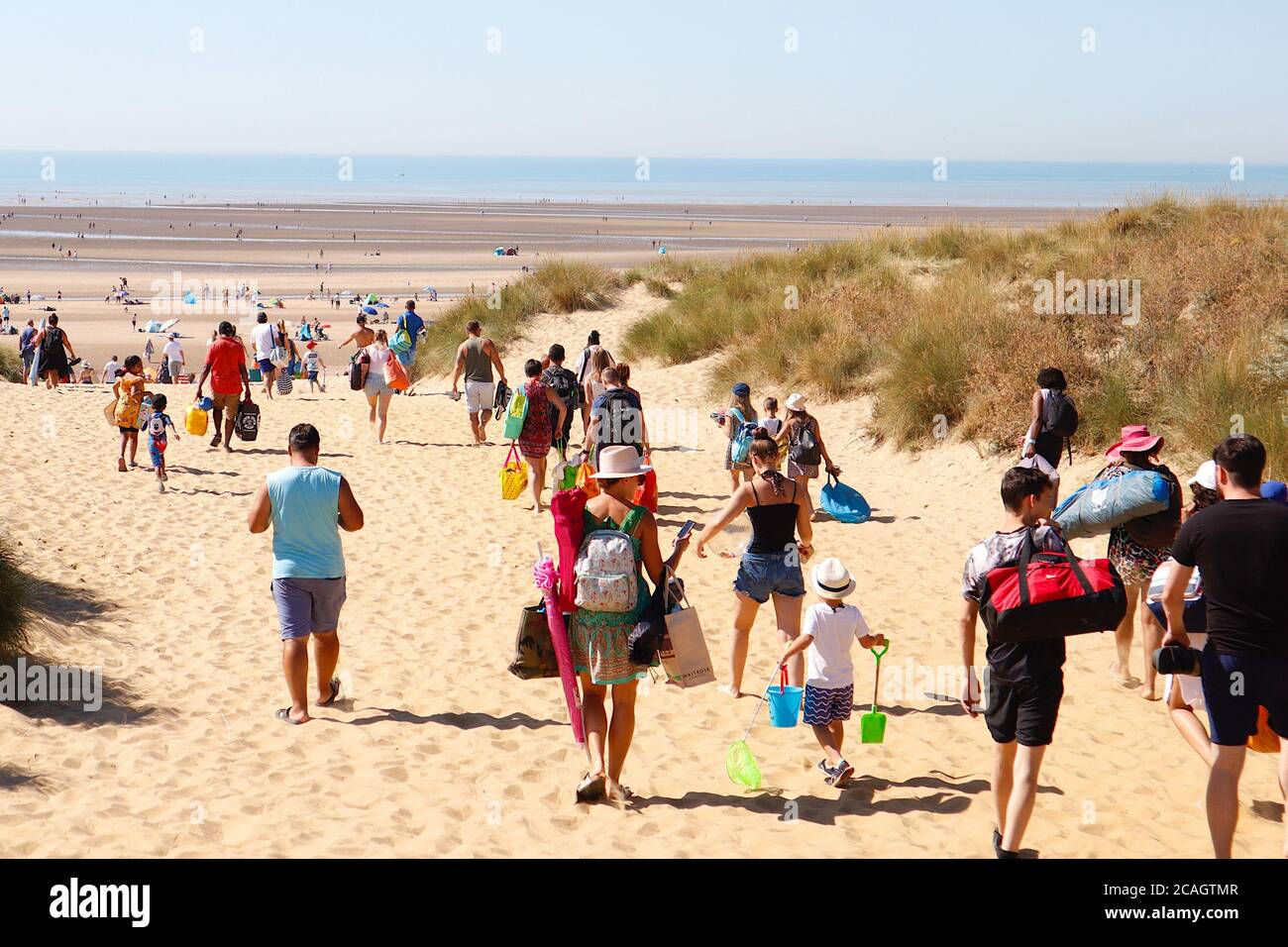 Camber, East Sussex, UK. 07 Aug, 2020. UK Weather: Likely to be one of the hottest days of the year so far with the Met Office predicting temperatures into the 30's, Camber Sands in East Sussex is expecting large crowds of people to take advantage of the golden sandy beaches. Hundreds arrive with buckets, shovels, tents and iceboxes. Photo Credit: Paul Lawrenson-PAL Media/Alamy Live News Stock Photo