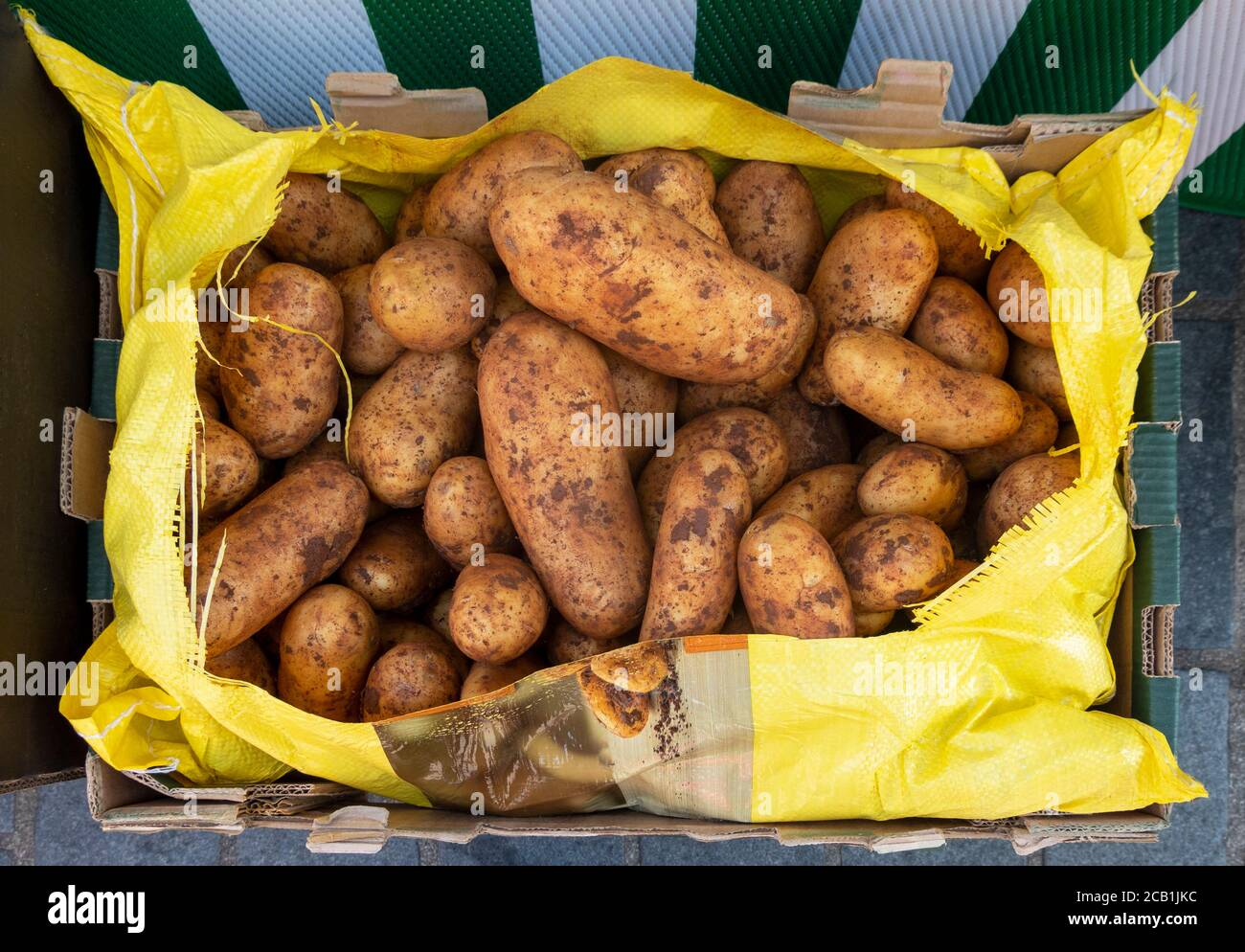 potatoes-for-sale-at-a-farmers-market-2C
