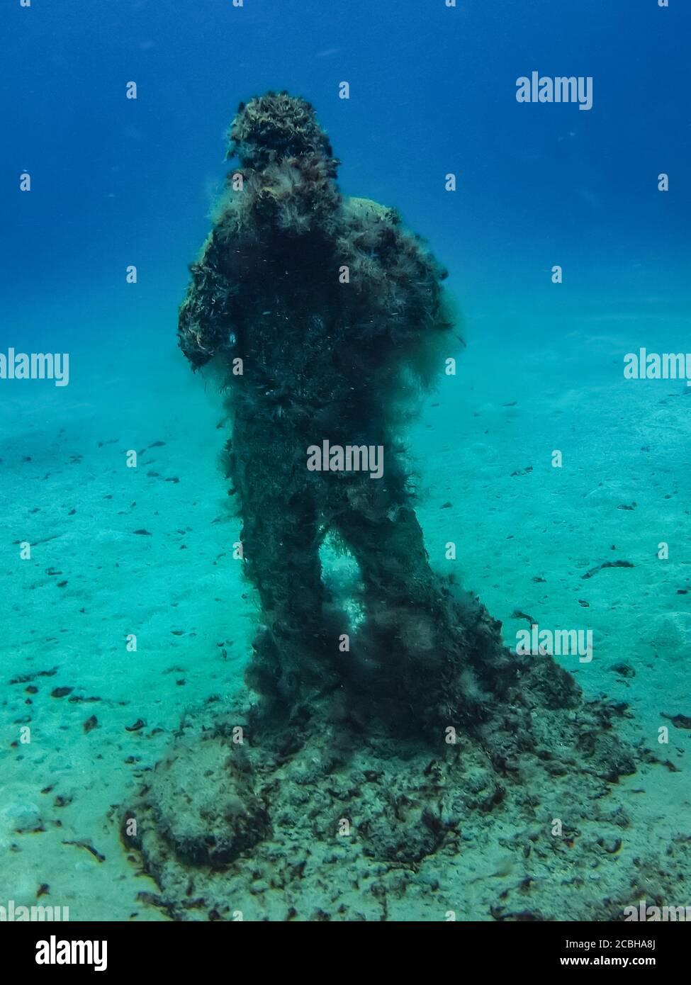 foto-op-sculpture-of-an-underwater-photo