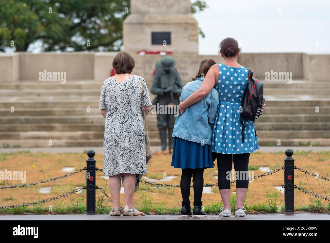 southend-on-sea-essex-uk-15th-aug-2020-with-public-vj-day-events-being-cancelled-due-to-the-covid-19-coronavirus-guidelines-a-few-people-visited-the-southend-cenotaph-to-pay-their-respects-at-11am-they-held-an-unofficial-minutes-silence-to-remember-2CBR89W.jpg
