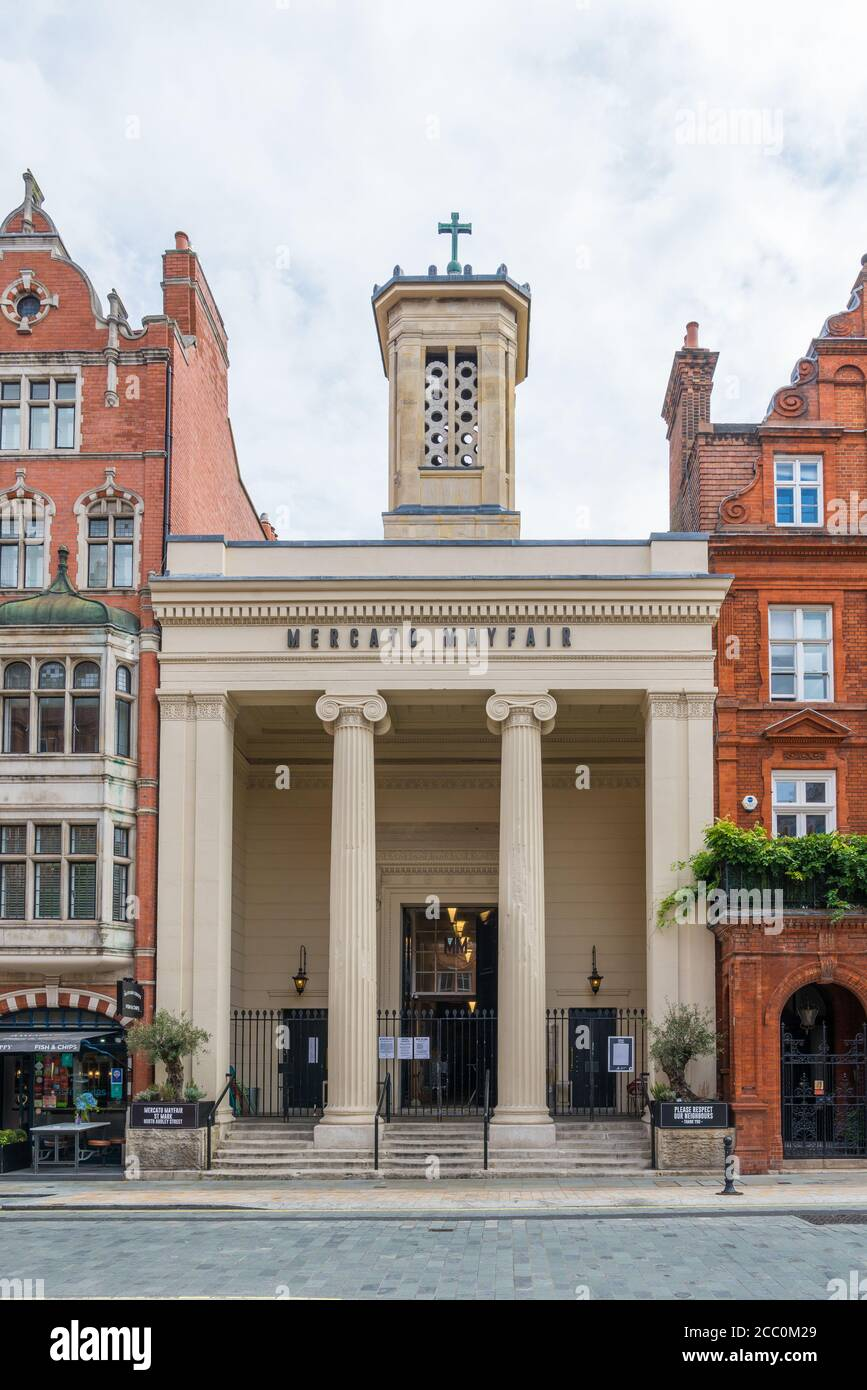 Mercato Mayfair, an indoor market place housing food stalls, bars, wine cellar and artisanal produce sellers. North Audley Street, Mayfair, London W1. Stock Photo