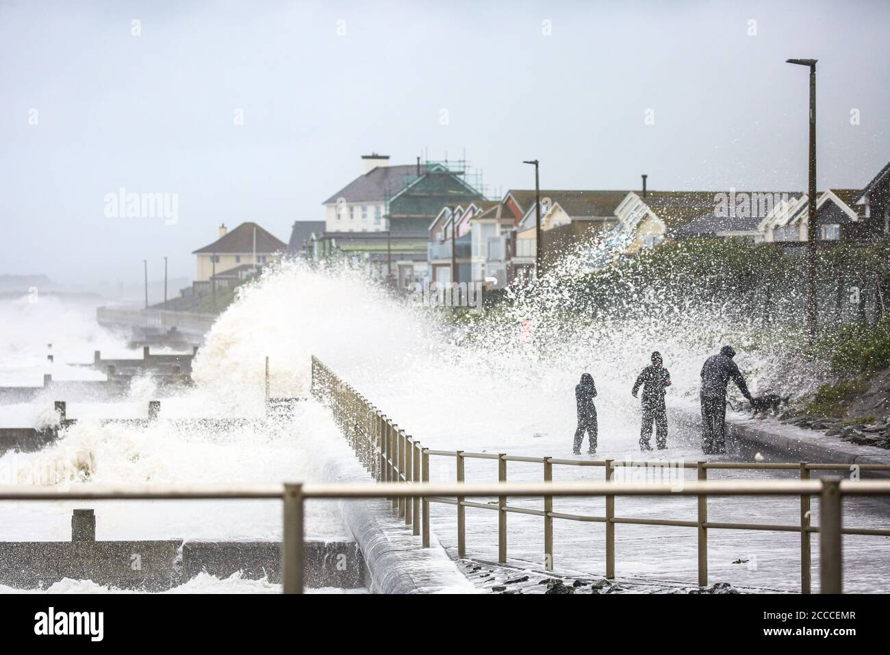 Tywyn, UK. 21st Aug, 2020. UK. Storm Ellen brings gale force winds and big waves to the Welsh coastal town of Tywn. Credit: Jon Freeman/Alamy Live News Stock Photo