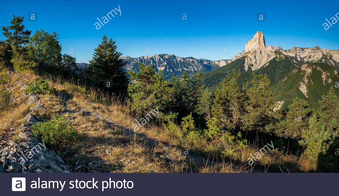 trieves-view-of-the-mont-aiguille-and-th