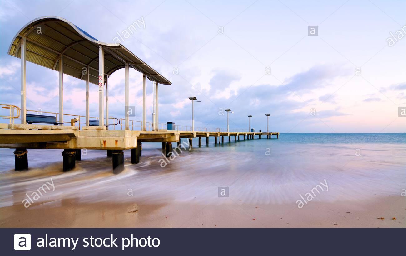 jurien-bay-jetty-at-sunrise-in-the-coastal-town-of-jurien-bay-in-western-australia-2CT40HC.jpg