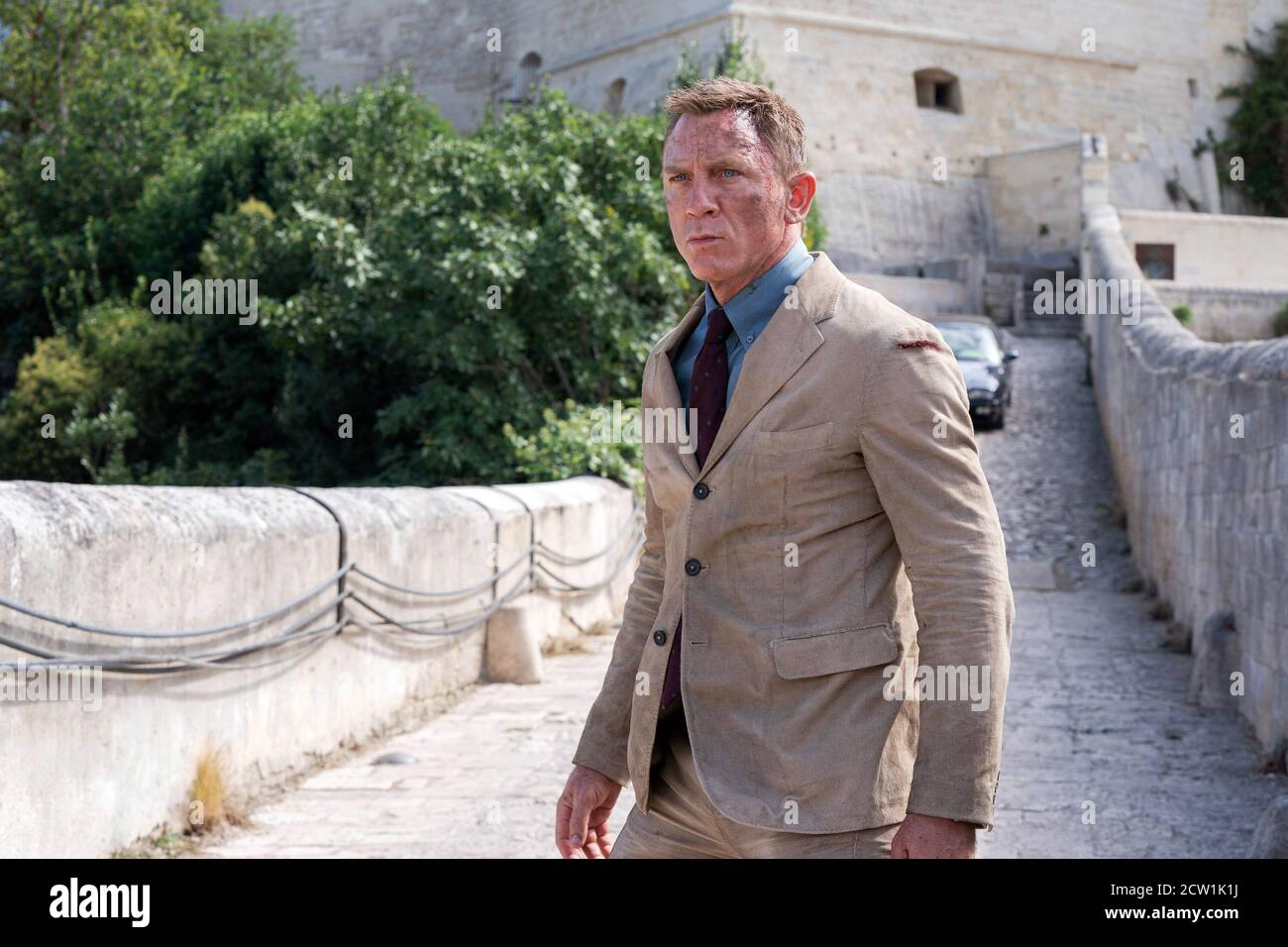 UK. Daniel Craig in the ©Metro-Goldwyn-Mayer new movie: No Time to Die (2020).  Plot: Bond has left active service. His peace is short-lived when his old friend Felix Leiter from the CIA turns up asking for help, leading Bond onto the trail of a mysterious villain armed with dangerous new technology.  Ref: LMK106-J6765-241013 Supplied by LMKMEDIA. Editorial Only. Landmark Media is not the copyright owner of these Film or TV stills but provides a service only for recognised Media outlets. pictures@lmkmedia.com Stock Photo