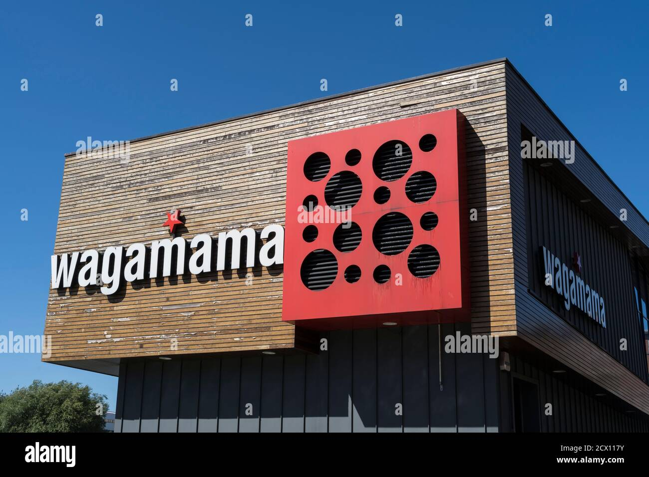 wagamama-restaurant-and-bar-sign-brayford-wharf-north-lincoln-august-2020-2CX117Y.jpg