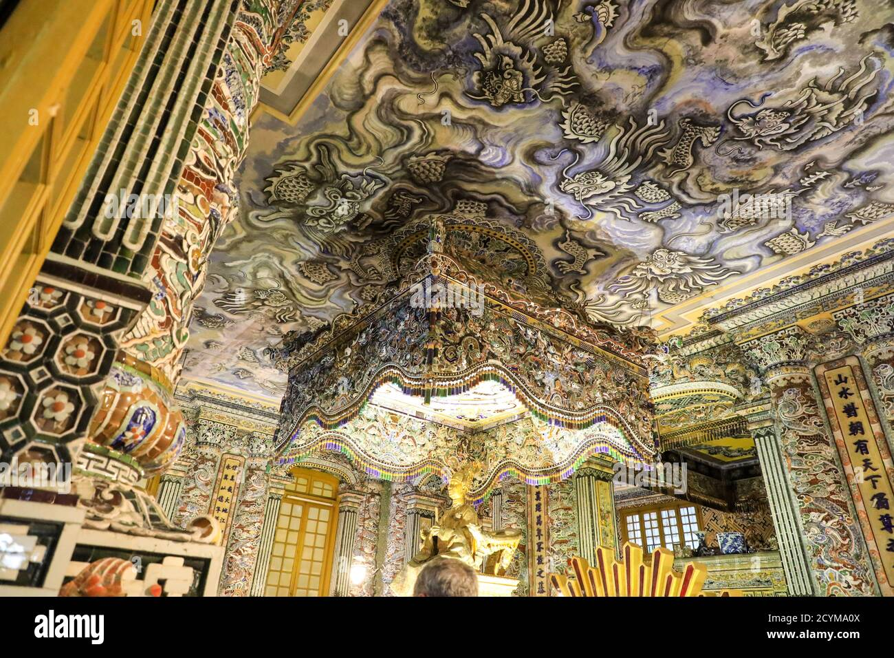 the-decorative-ornate-interior-and-ceiling-of-the-mausoleum-of-emperor-khai-dinh-royal-tomb-hue-vietnam-asia-2CYMA0X.jpg