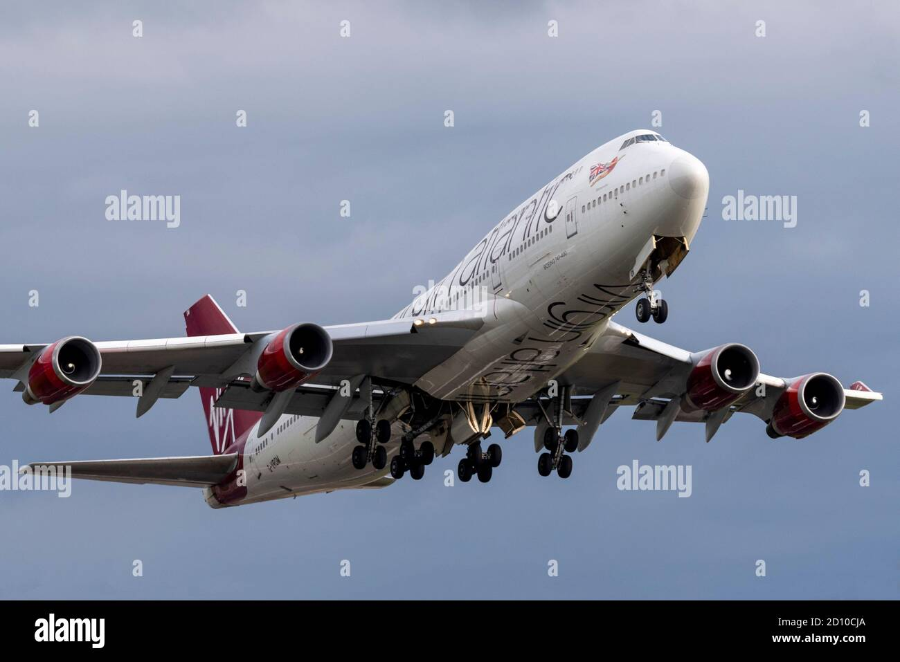 virgin-atlantic-boeing-747-jumbo-jet-plane-taking-off-from-london-heathrow-airport-uk-after-being-stored-premature-retirement-due-to-covid19-sold-2D10CJA.jpg
