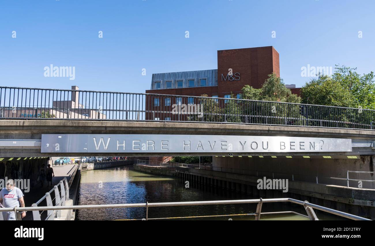 sign-on-side-of-wigford-way-bridge-over-river-witham-navigation-through-lincoln-august-2020-2D12TRY.jpg