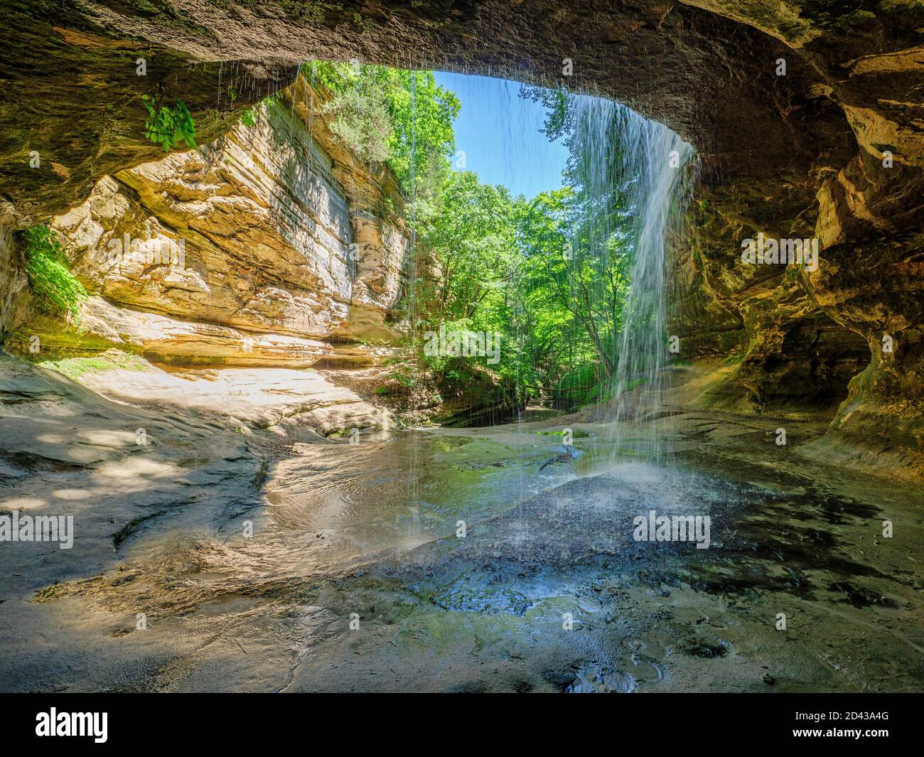 behind-lasalle-canyon-falls-starved-rock