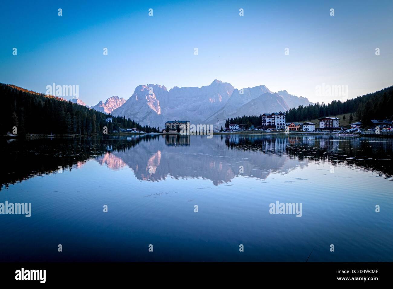 sunset-at-lago-di-misurina-with-mirror-l
