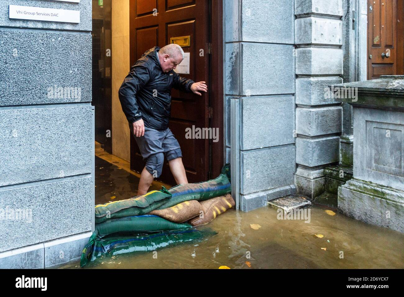 cork-ireland-20th-oct-2020-cork-city-flooded-this-morning-with-south-mall-and-the-low-lying-quays-bearing-the-brunt-of-the-flood-water-credit-ag-newsalamy-live-news-2D6YCX7.jpg