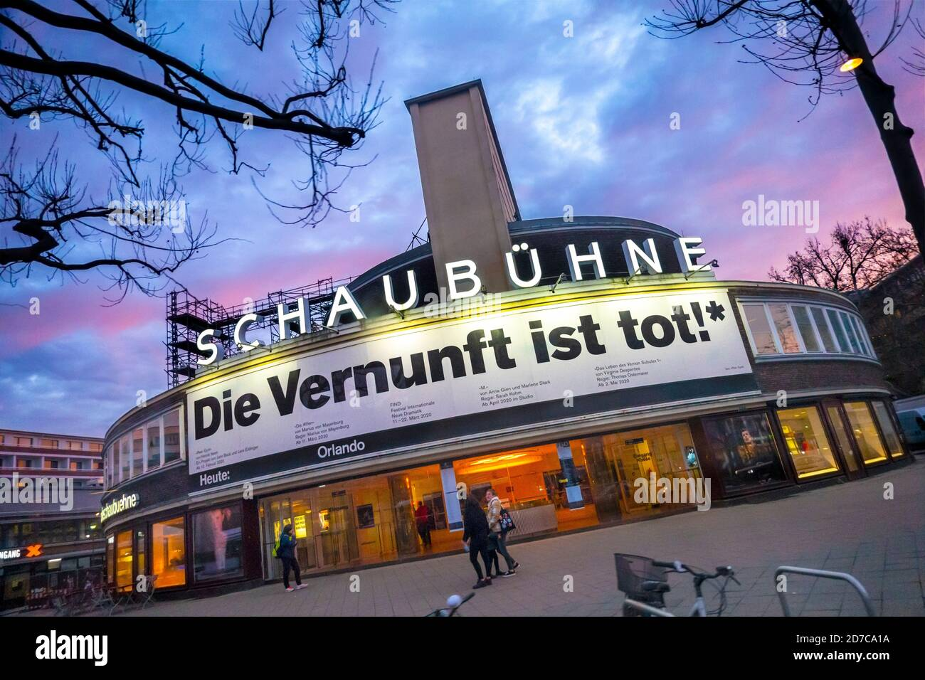https://c7.alamy.com/comp/2D7CA1A/schaubhne-am-lehniner-platz-famous-schaubuhne-theater-in-berlin-with-banner-die-vernunft-ist-tot-reason-or-common-sense-is-dead-2D7CA1A.jpg