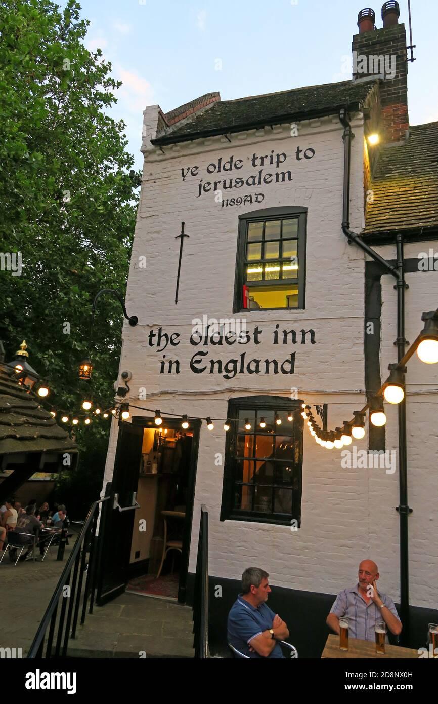 HotpixUK,@HotpixUK,GoTonySmith,UK,England,Great Britain,GB,Nottingham,pub,bar,CAMRA,listed building,oldest bar,old,historic,dusk,evening,city centre,Nottingham city centre,Notts,Nottinghamshire,NG1,east Midlands,Oldest Inn In England,medieval,historic building,1189,Castle Rock,Nottingham Castle,brewhouse,1799,The Pilgrim,the Trip,Brew House Yard,Nottingham Castle Brewhouse