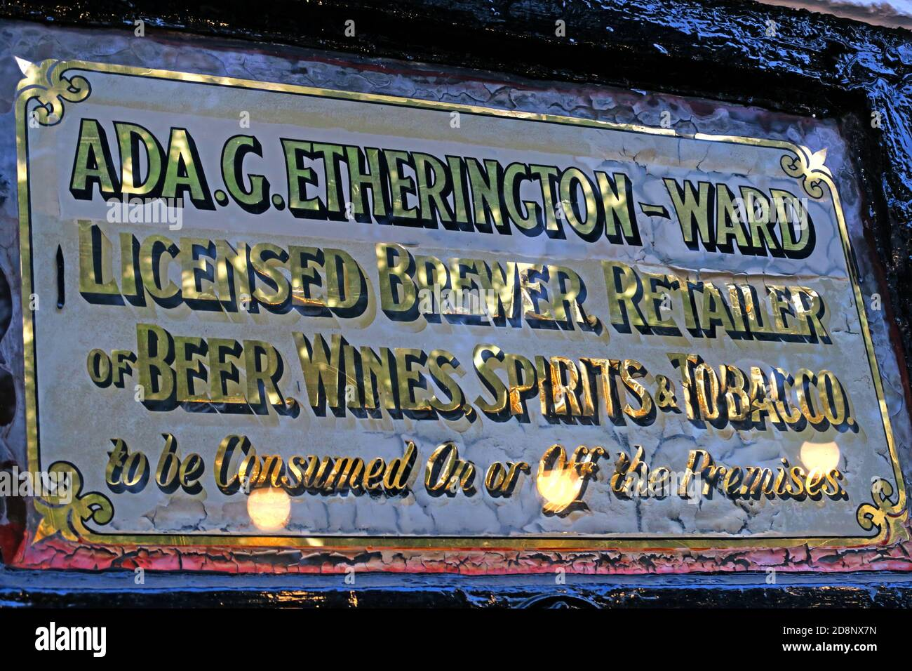 HotpixUK,@HotpixUK,GoTonySmith,UK,England,Great Britain,GB,Nottingham,pub,bar,CAMRA,listed building,oldest bar,old,historic,dusk,evening,sign,city centre,Nottingham city centre,Notts,Nottinghamshire,NG1,east Midlands,Oldest Inn In England,medieval,historic building,1189,Castle Rock,Nottingham Castle,brewhouse,1799,The Pilgrim,the Trip,Brew House Yard,Nottingham Castle Brewhouse,Ye Old Trip,Oldest pub,licensee,landlady