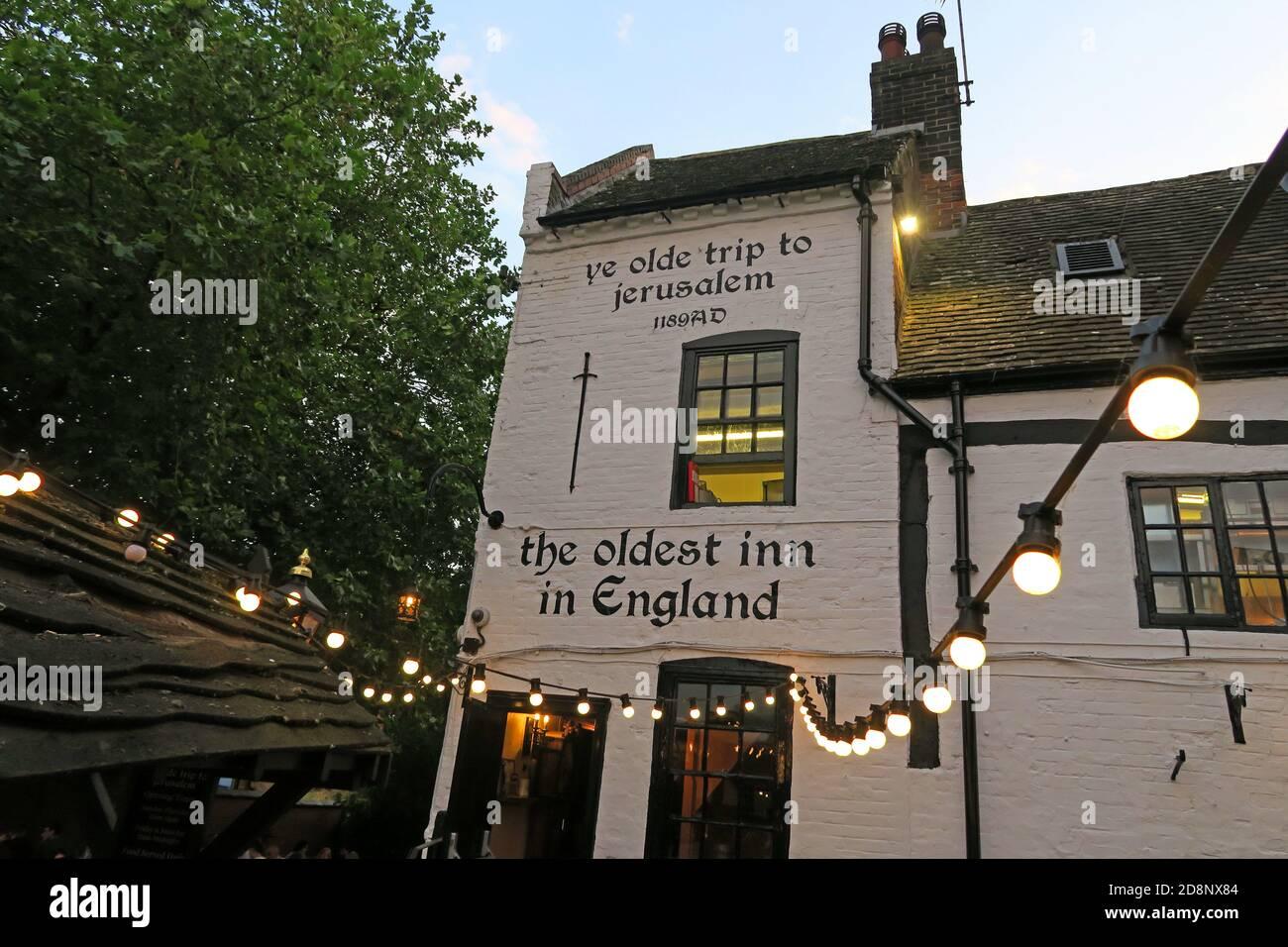 HotpixUK,@HotpixUK,GoTonySmith,UK,England,Great Britain,GB,Nottingham,pub,bar,CAMRA,listed building,oldest bar,old,historic,dusk,evening,city centre,Nottingham city centre,Notts,Nottinghamshire,NG1,east Midlands,Oldest Inn In England,medieval,historic building,1189,Castle Rock,Nottingham Castle,brewhouse,1799,The Pilgrim,the Trip,Brew House Yard,Nottingham Castle Brewhouse,lighting,outdoor,outside,lights