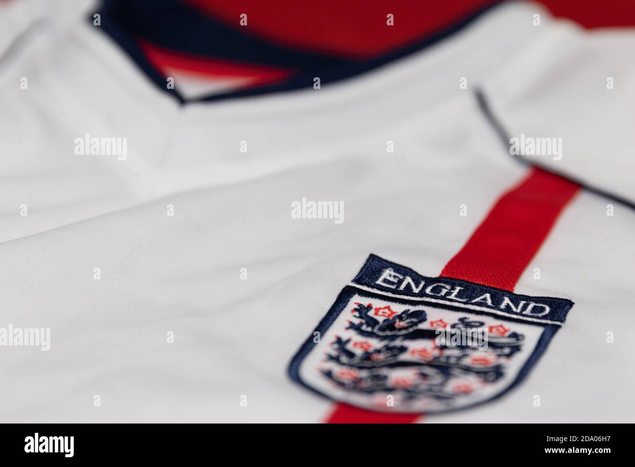 england-three-lions-badge-with-a-red-stripe-on-the-2001-2003-england-home-shirt-2DA06H7.jpg