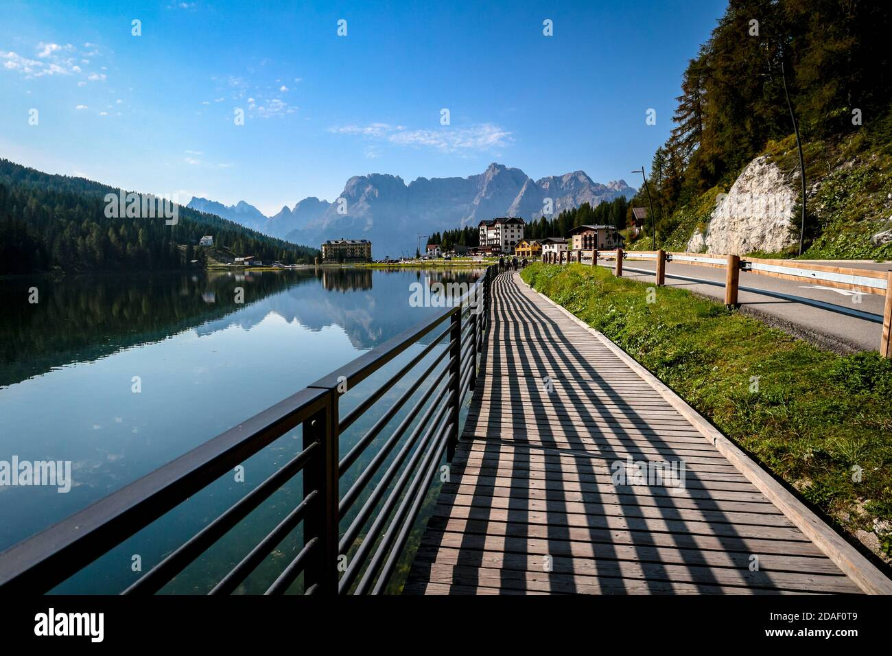 lago-di-misurina-and-hard-lines-of-shado