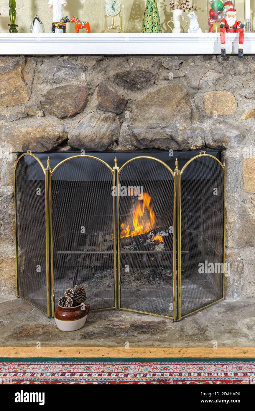 fire-in-a-cosy-fieldstone-fireplace-decorated-for-the-christmas-holidays-with-santa-claus-father-christmas-on-the-mantelpiece-2DAHAR0.jpg