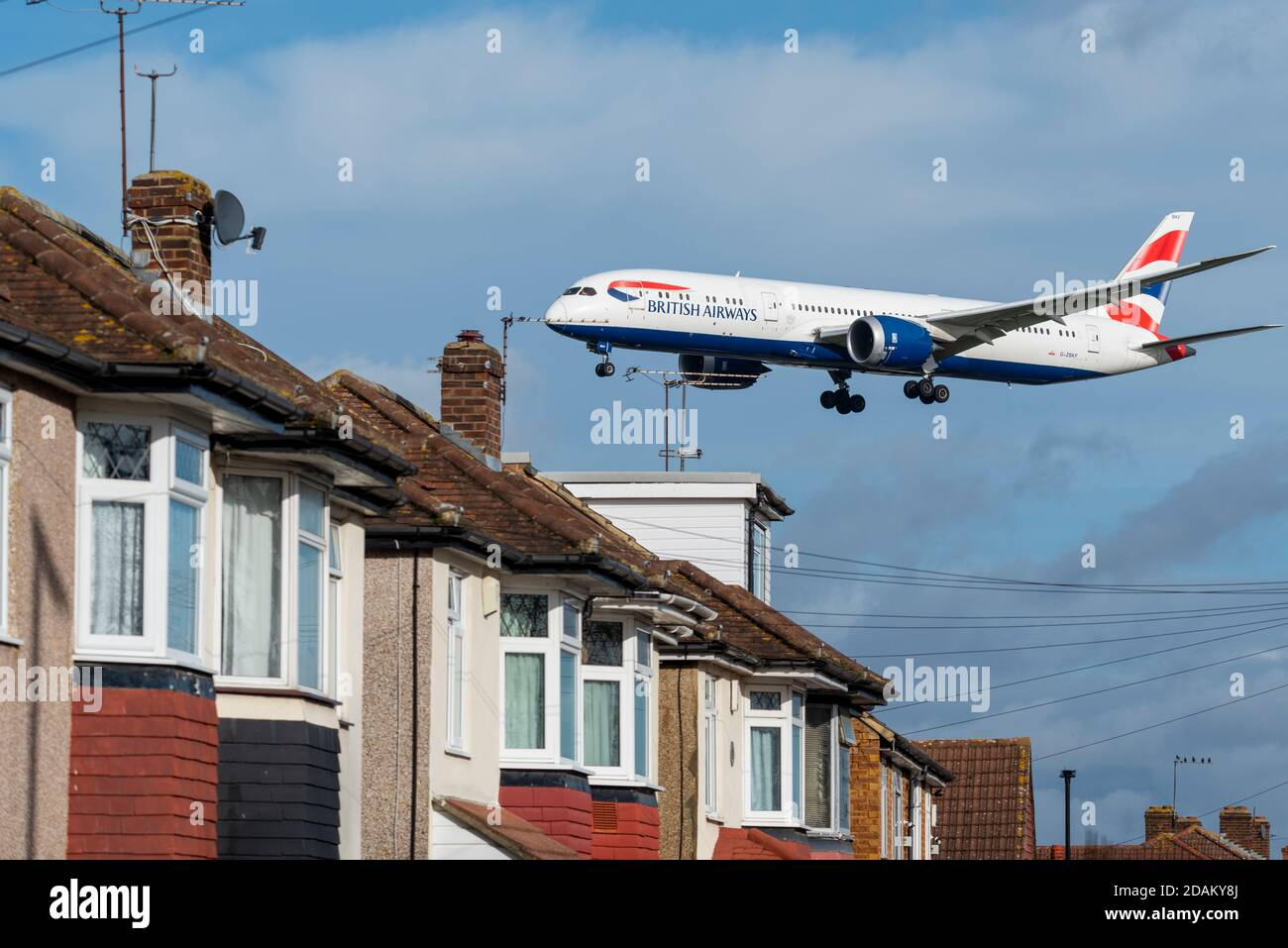 british-airways-jet-airliner-plane-on-approach-to-land-at-london-heathrow-airport-uk-over-roofs-of-homes-near-airport-properties-under-flightpath-2DAKY8J.jpg
