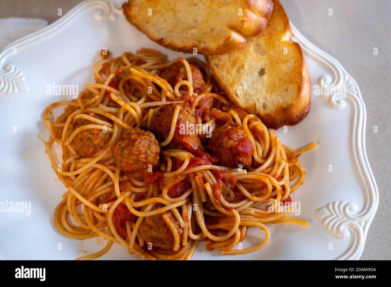 cooked-spaghetti-and-beef-meatballs-on-a