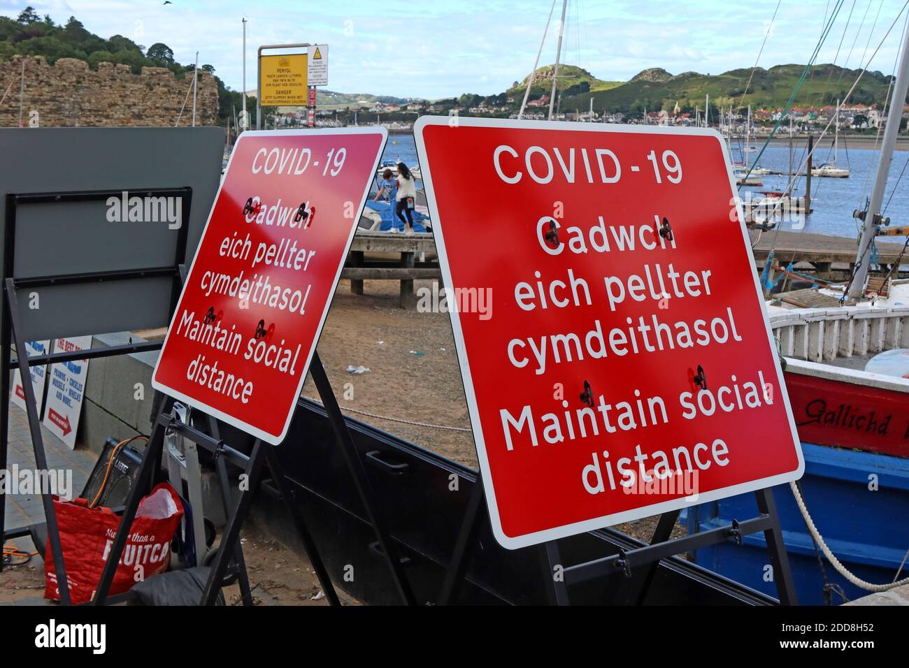 GoTonySmith,Hotpixuk,@Hotpixuk,North Wales,Wales,Welsh,coast,coastal,town,sign,beach,Coronavirus,harbour,Harbor,LL32,safety,staycation,responsibility,social responsibility,Gwynedd,Conway,River Conwy Quay,Welsh Government,advice,signage,guidelines,rule,rules,Keep your distance,two metres,2 metre,red sign