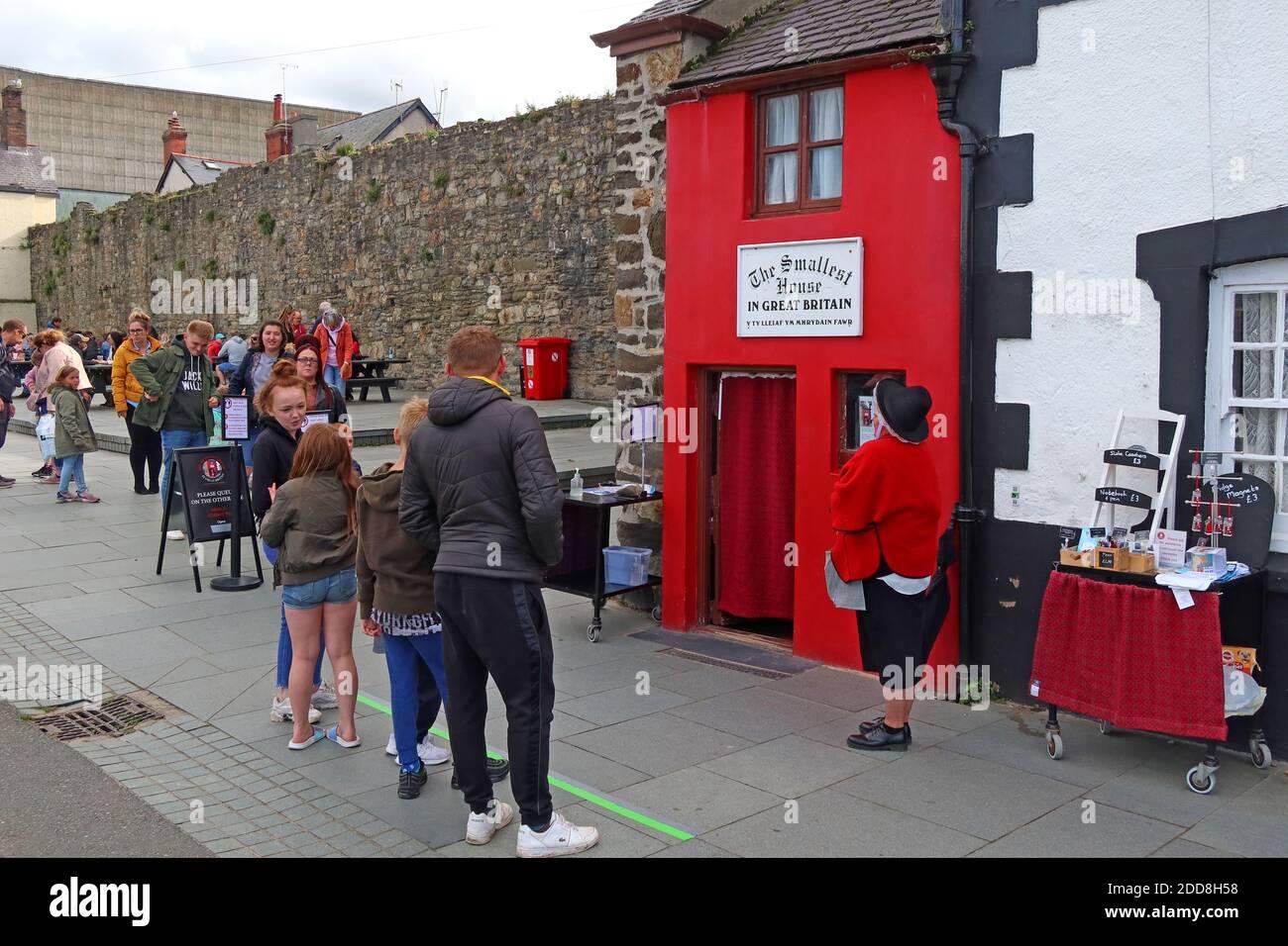 GoTonySmith,Hotpixuk,@Hotpixuk,Wales,Welsh,coast,coastal,town,United Kingdom,GB,small house,attraction,the quay,minuscule home,minuscule,home,homes,small houses,smallest house in the United Kingdom,Robert Jones,tour,tours,Y Tŷ Lleiaf ym Mhrydain Fawr,10 Lower Gate St,Conwy LL32 8BE,LL32,Lower Gate Street,LL32 8BE,Gwynedd,Conway,River Conwy Quay