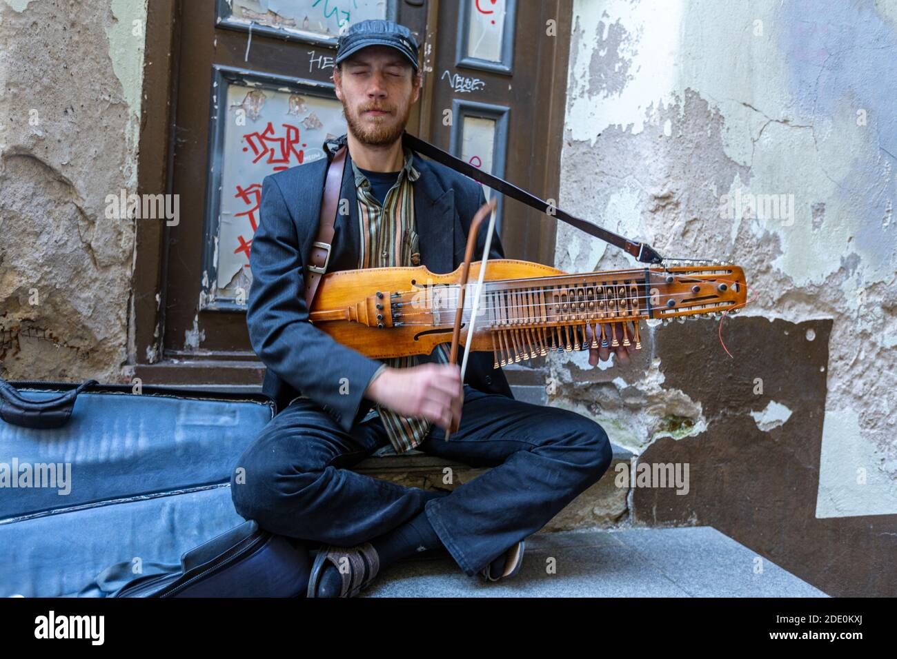 music-street-man-playing-a-nyckelharpa-a