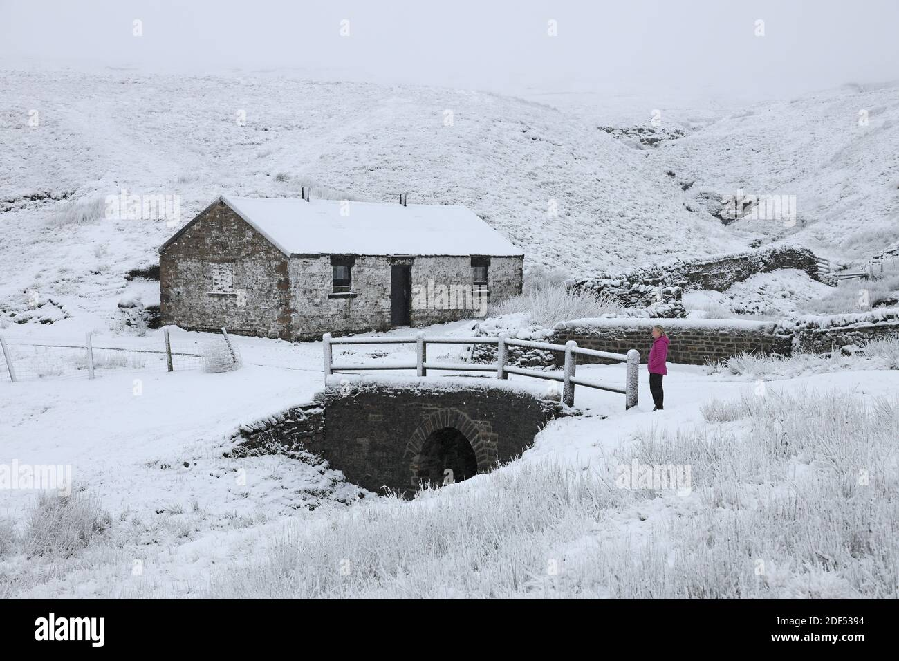 Teesdale, County Durham, UK. 3rd December 2020. UK Weather.  Snow is falling Northern England this morning and in Teesdale it is affecting some high level routes such as the B6277 between County Durham and Cumbria. Credit: David Forster/Alamy Live News Stock Photo