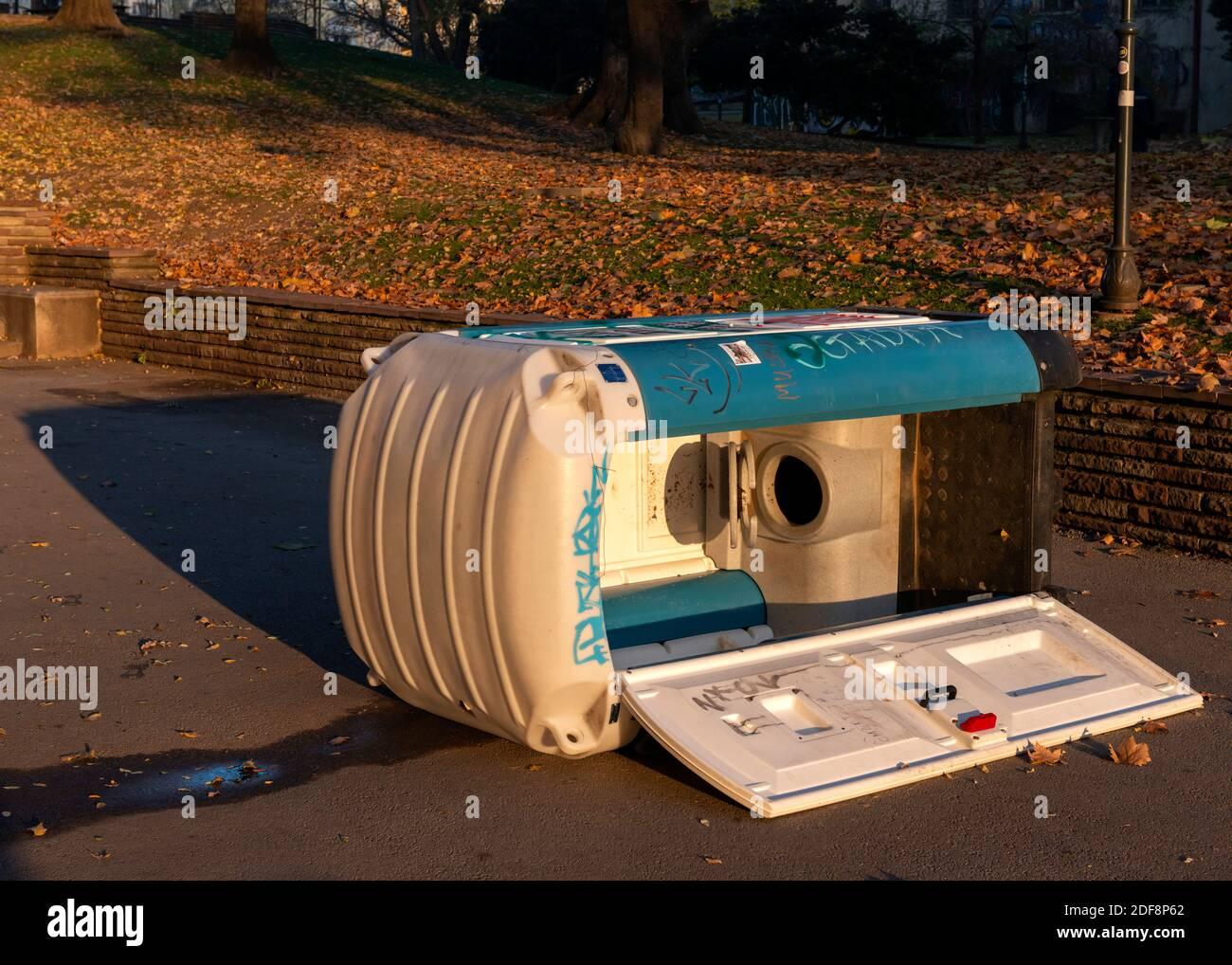 vandalised-public-portable-chemical-toilet-lavatory-2DF8P62.jpg