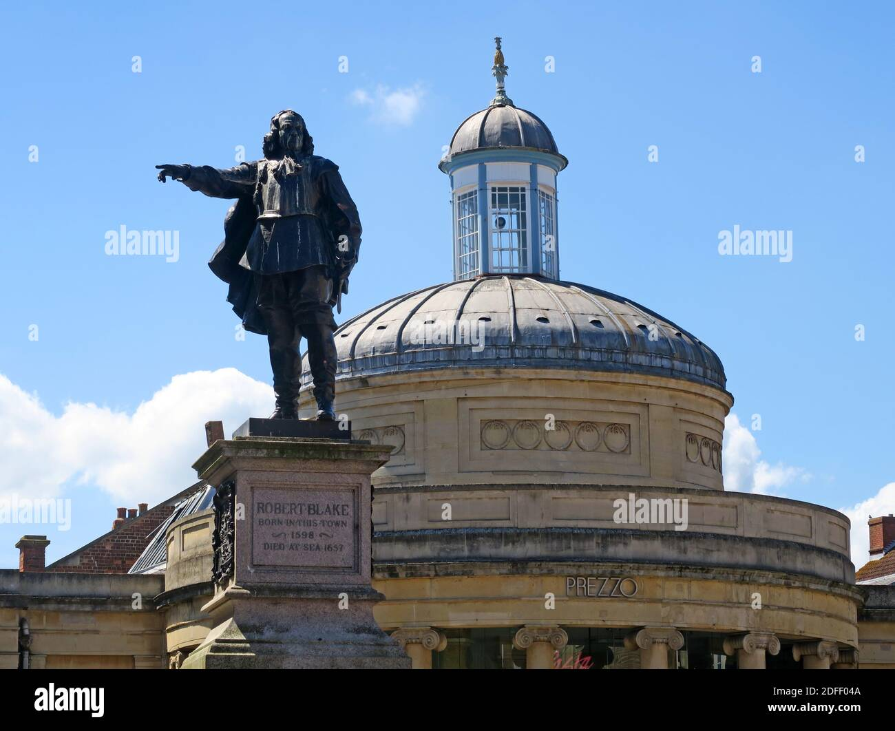 @Hotpixuk,Hotpixuk,GoTonySmith,historic,history,statue,town centre,Somerset,South West,England,UK,dome,roof,hollow bronze,FW Pomeroy,Grade II,dont topple,Statue must stay,must fall,BLM,Westover,iconic,Cornhill,pride,topple list,Slave Trade