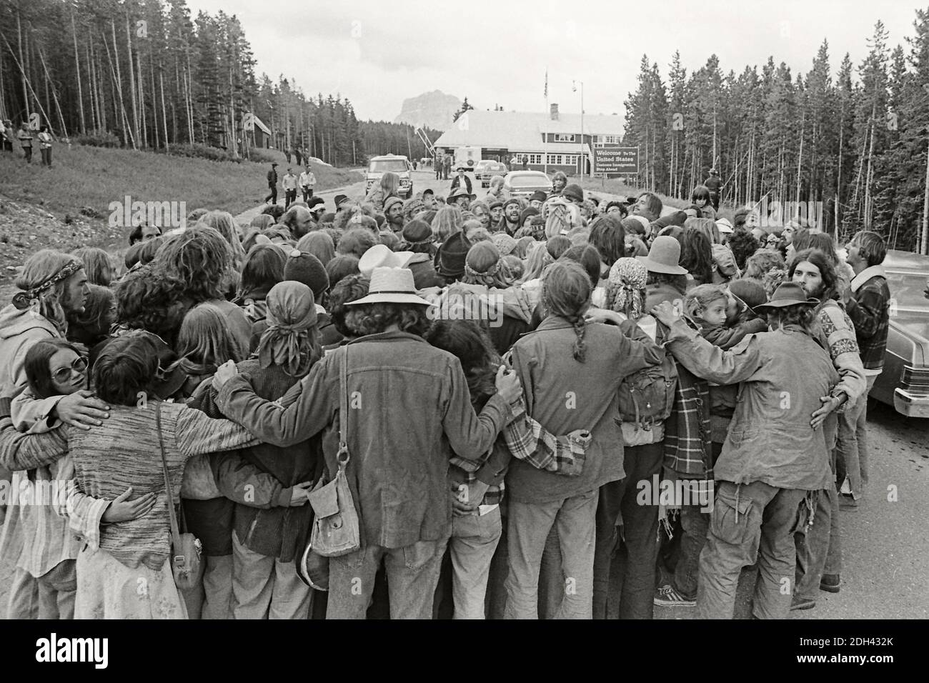 the-rainbow-family-gathers-at-the-chief-mountain-border-crossing-between-alberta-and-montana-for-a-peaceful-celebration-july-4-1976-2DH432K.jpg