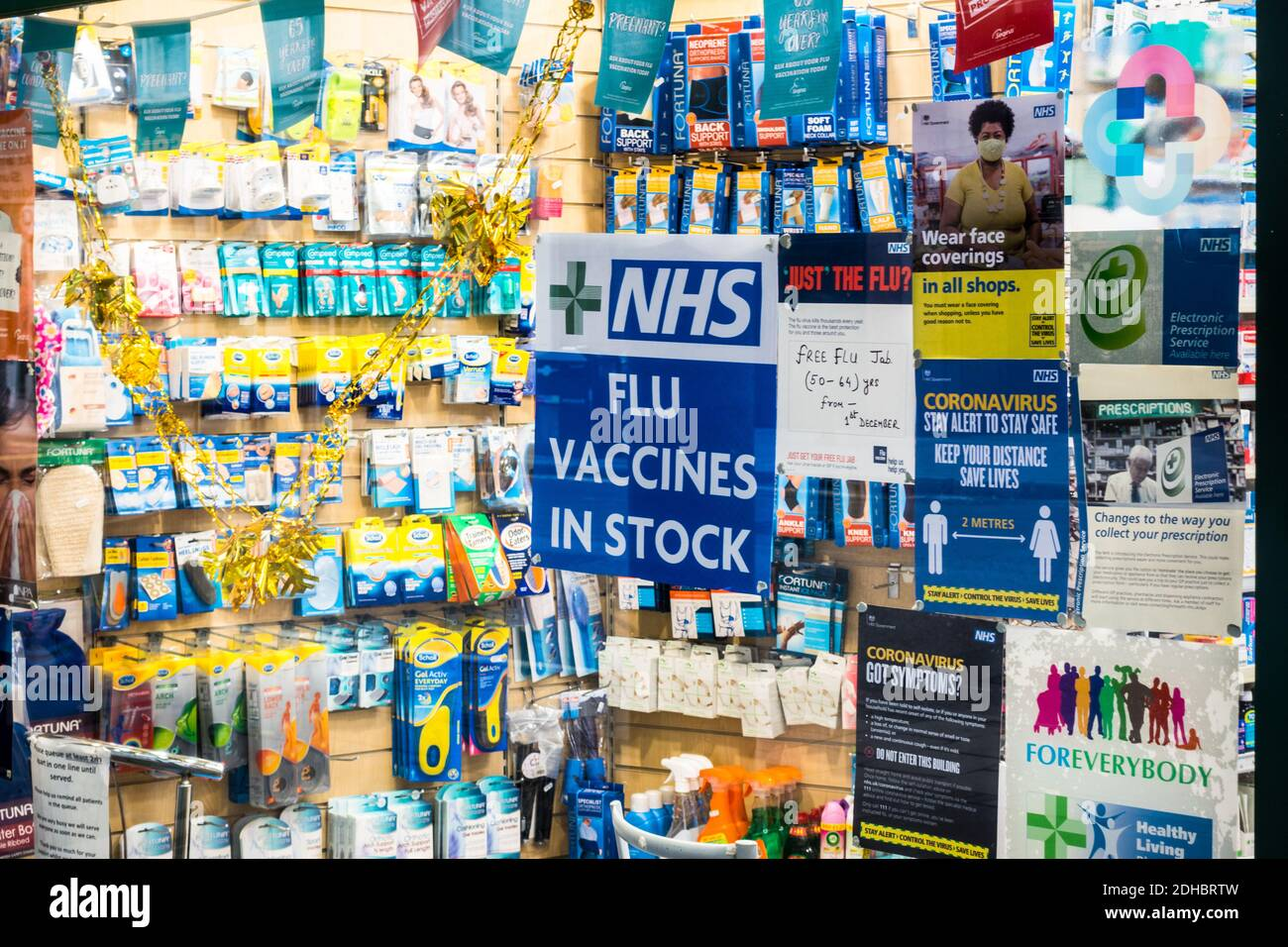 nhs-flu-jab-vaccines-in-stock-notice-board-on-the-door-of-an-independent-pharmacy-shop-in-barbican-london-2DHBRTW.jpg