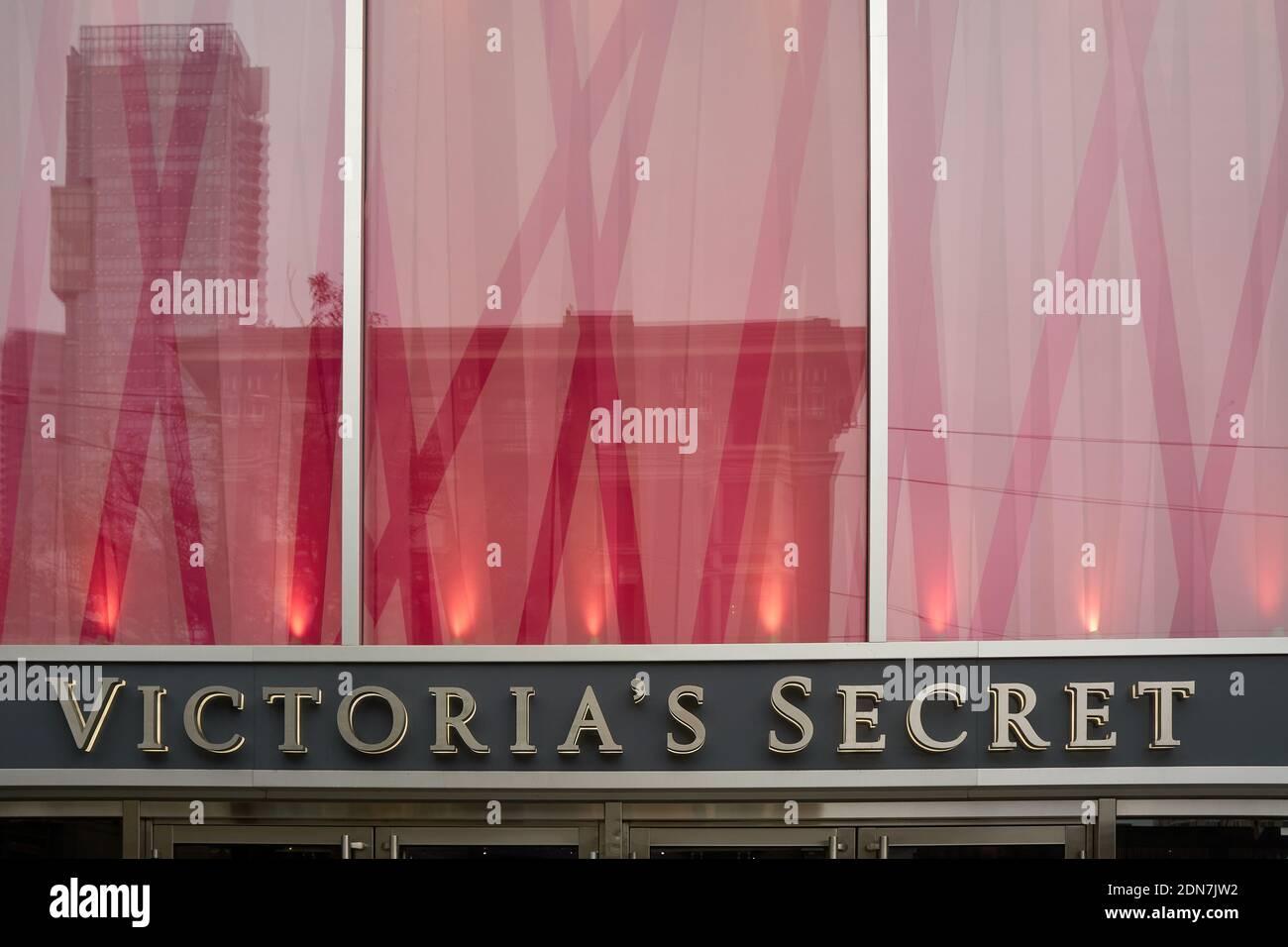 victorias-secret-lingerie-and-womens-clo
