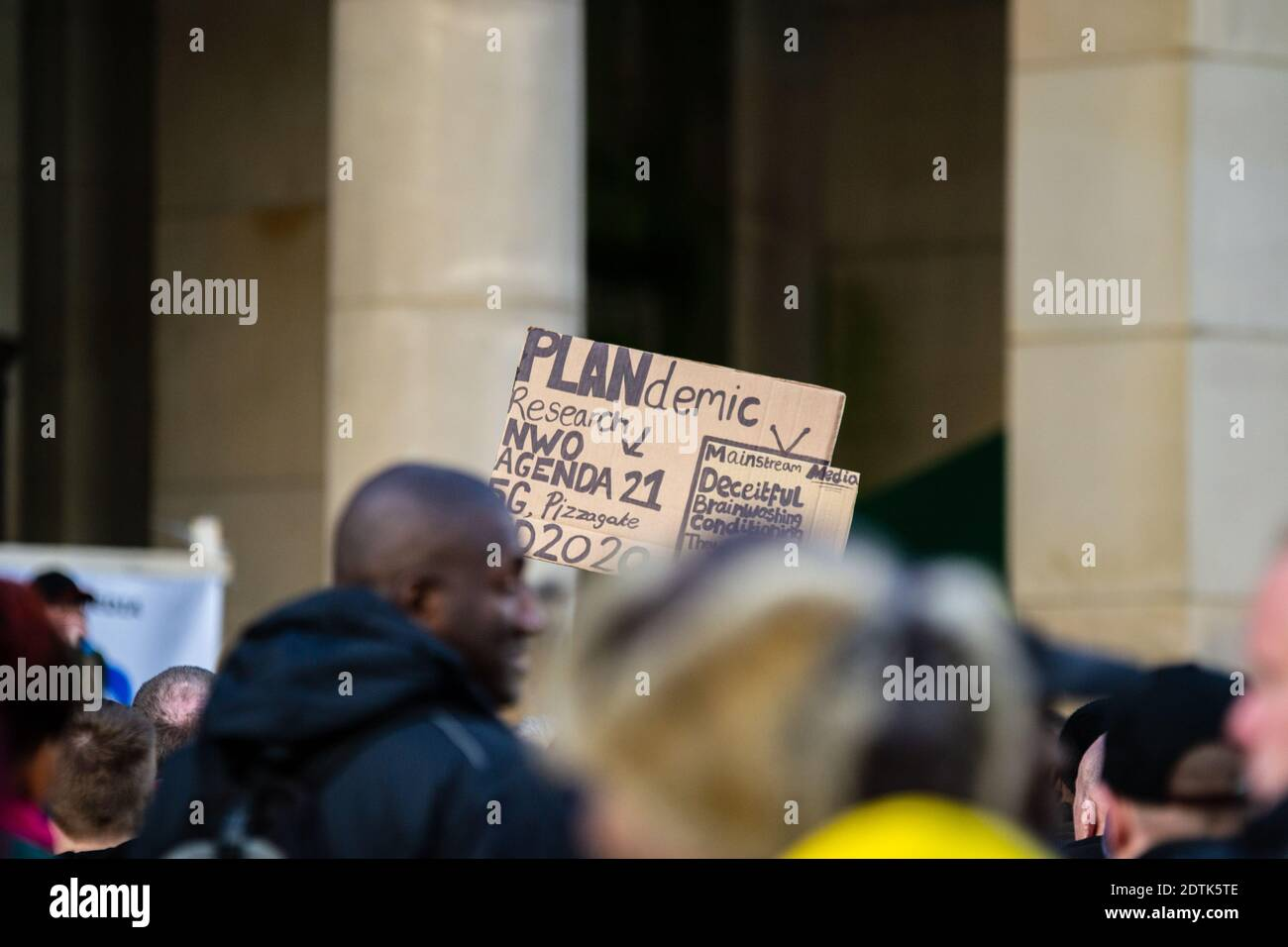 anti-maskers-and-anti-lockdown-protesters-in-birmingham-uk-in-october-2020-plandemic-2DTK5TE.jpg