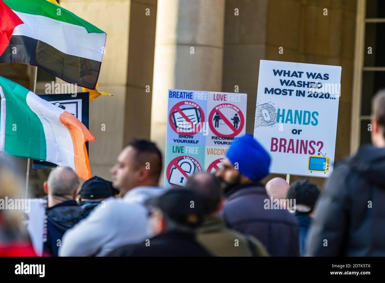 anti-maskers-and-anti-lockdown-protesters-in-birmingham-uk-in-october-2020-2DTK5TX.jpg