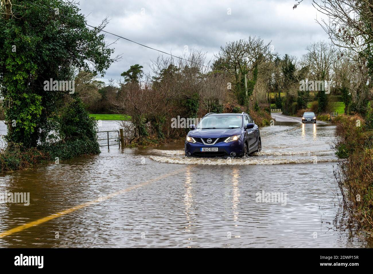caheragh-west-cork-ireland-23rd-dec-2020-after-a-night-of-torrential-rain-the-river-ilen-burst-its-banks-at-caheragh-near-skibbereen-this-morning-causing-the-r594-road-to-flood-credit-ag-newsalamy-live-news-2DWP15R.jpg