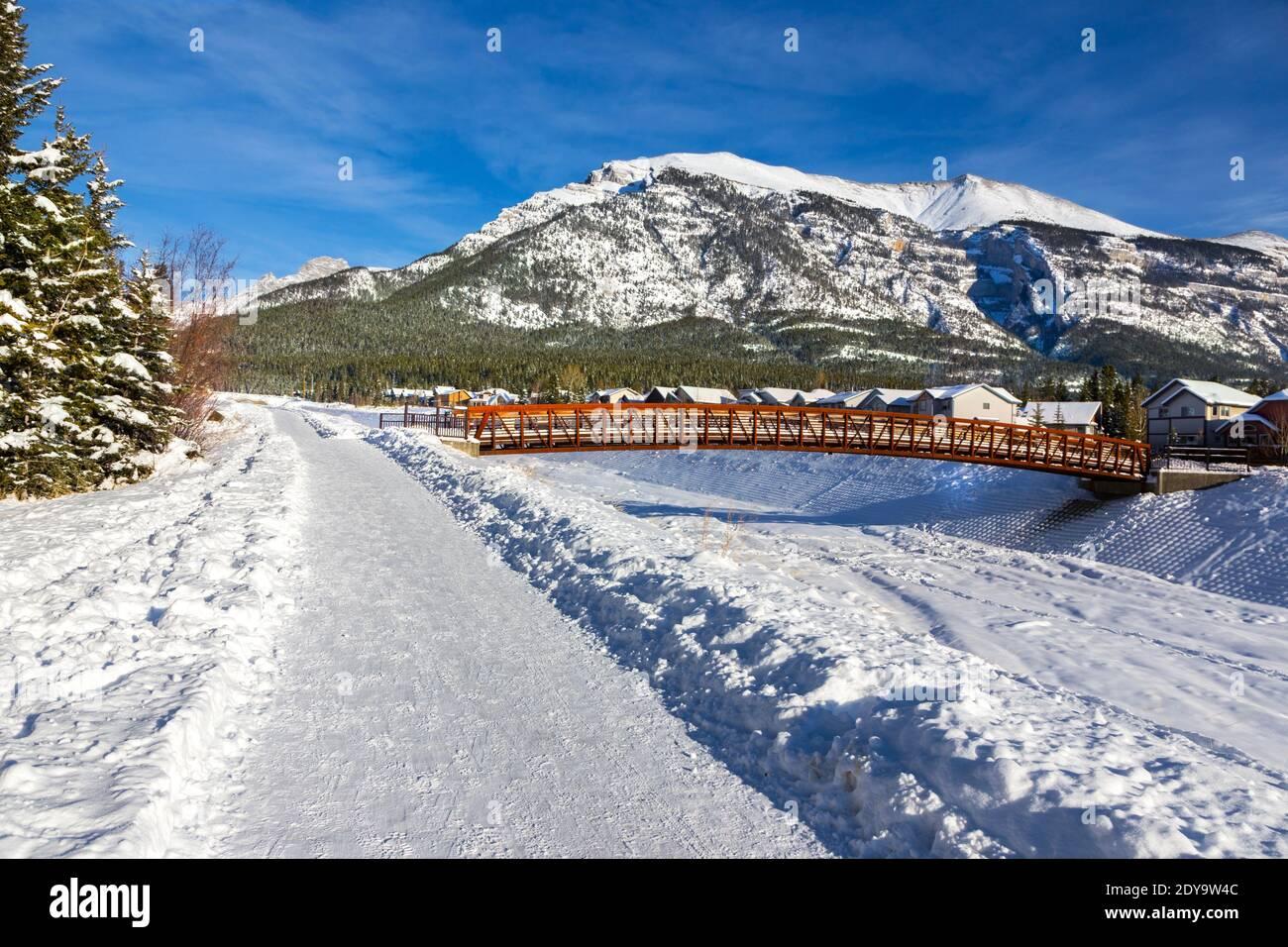 snowy-footpath-and-wood-pedestrian-bridg