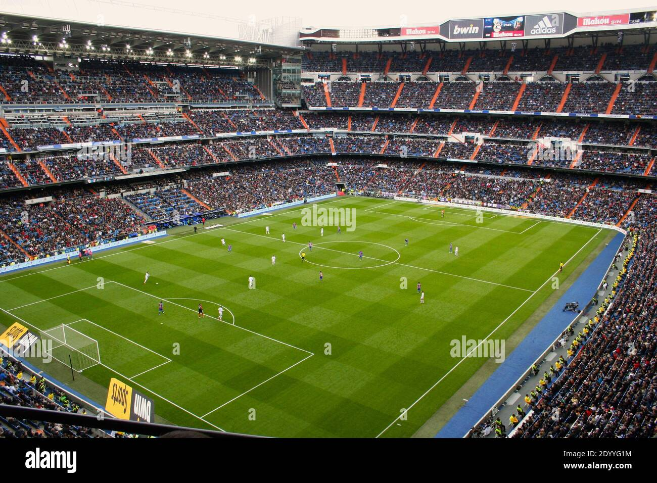 football-match-underway-between-real-madrid-v-levante-at-the-bernabeu-stadium-madrid-spain-6-april-2013-2DYYG1M.jpg