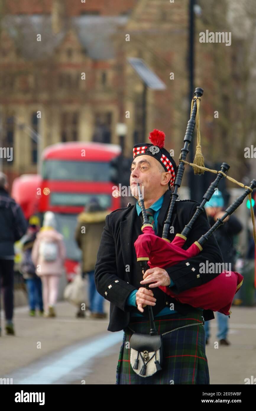 scottish-man-traditionally-dressed-plays