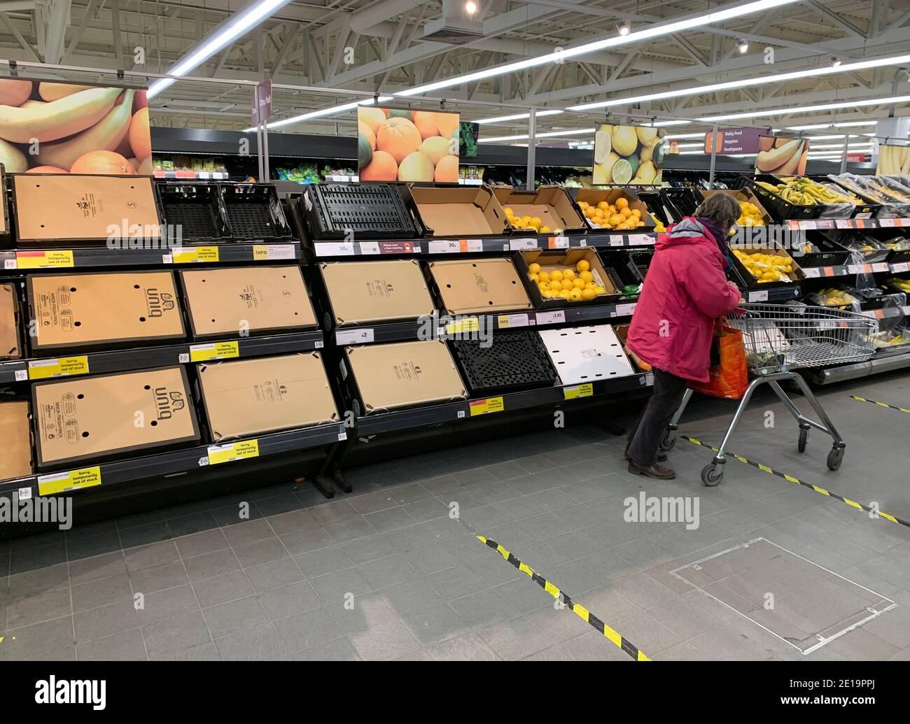 Haverhill, Suffolk UK. 5th January 2021.Empty shelves in Sainsburys during the Coronavirus pandemic. Credit: Headlinephoto/Alamy Live News. Stock Photo