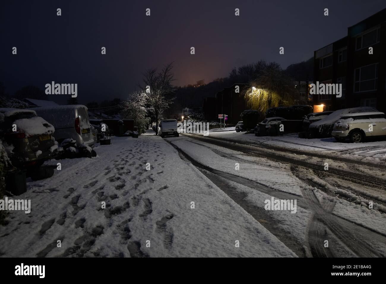 Biggin Hill,Kent,UK,6th January 2021,The first snowfall of the year came overnight in Biggin Hill, Kent, because of the three steep hills in and out of the Valley travel is difficult. The forecast for today is 2C  with sleet showers and a general breeze.Credit:Keith Larby/Alamy Live News Stock Photo