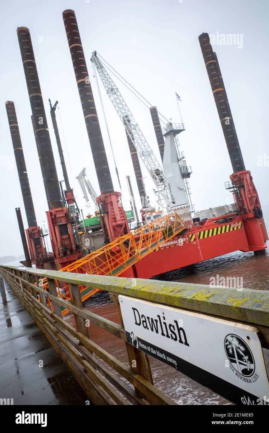 wave-walker-jack-up-barge-helping-constr