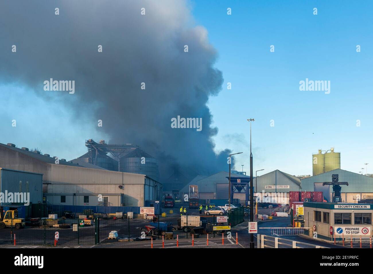 ringaskiddy-cork-ireland-9th-jan-2021-a-major-fire-in-the-port-of-cork-ringaskiddy-has-been-brought-under-control-the-fire-is-believed-to-have-started-in-an-animal-feed-facility-at-rh-hall-no-injuries-have-been-reported-credit-ag-newsalamy-live-news-2E1PRFC.jpg